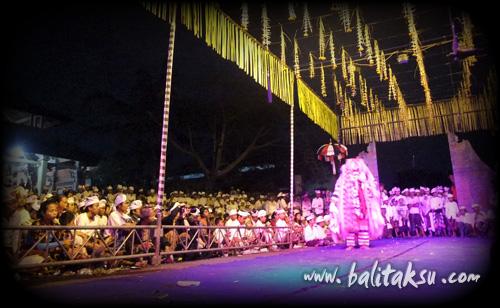 Calonarang at Pura Dalem Puri Peliatan 2:36 a.m.