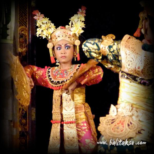 """alt=""""Debut Condong Dance on Tirta Sari Performance"""""""