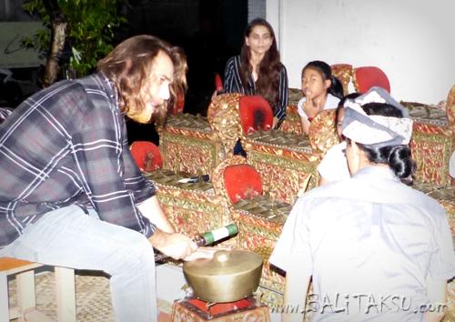パキスタンの歌手ザラ・マダニさん&::作曲家ロハイル・ハイアット氏と練習しました