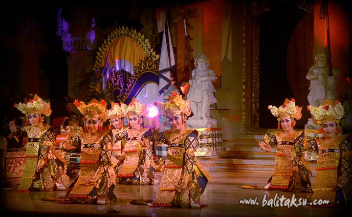 Tari Legong Sri Padma