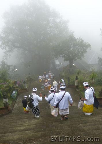 プチャック・プヌリサン寺院(Pura Pucak Penulisan)