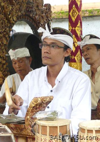 オダラン プラ・ベジ寺院 2018年3月  Sekaa Gong Maksan Pura Dalem Gede