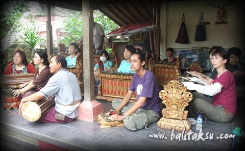 Bapang Sari rehearsal  on December at Mas Village