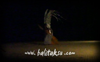 フルム-ン・パフォーマンス contemporary dance mayumi inouye and made putra wijaya at amanusa private beach on full moon 2012 満月に砂浜で踊る
