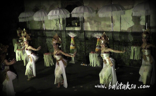 Poetry and dance collaboration, Nell Jones, mayumi inouye and made putra wijaya at dewangga gallery 2012 詩とアジア舞踊と絵画彫刻のコラボレーション