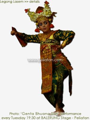 legong レゴンは宮廷舞踊レゴンの主役。ラッセム王もランケサリ姫も同じ姿で踊りの振り付けや表情で配役の違いを表現しなければならない。