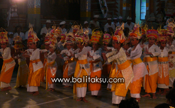 Rejang Dance at Temple, Pura Catur Bhuana