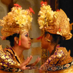 cium gerakan tari bali チウム キス 嗅ぐ バリ舞踊の動作